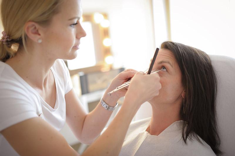 Microblading: Augenbrauenanalyse & Beratung